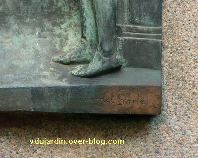 Poitiers, Jeanne-d-Arc de Real del Sarte, 04, signature sur l<br /><br /><br /><br /><br /> e relief