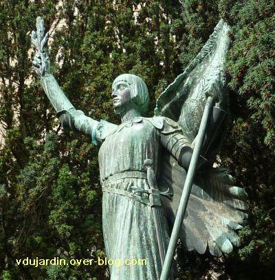 Poitiers, Jeanne-d-Arc de Real del Sarte, 09, détail de la statue de Jeanne-d'Arc