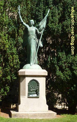 Poitiers, restauration de la plaque de Jeanne-d'Arc, 3, le monument complet