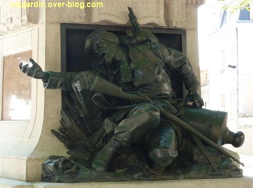 Poitiers, square de la République après restauration, 1, le soldat restauré