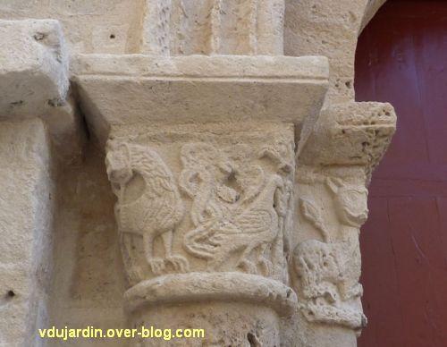 Poitiers, église Saint-Porchaire, 3, chapiteaux gauches du portail, lion et oiseau