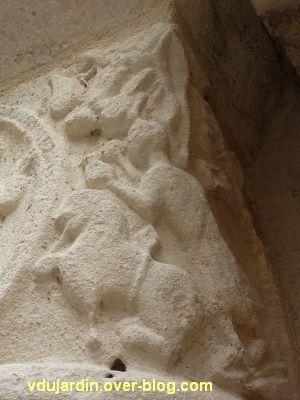 Poitiers, église Saint-Porchaire, 8, chapiteaux droits du portail, Habacucq