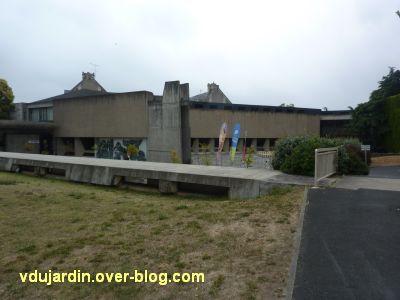 Poitiers, le musée Sainte-Croix, 01, la cour