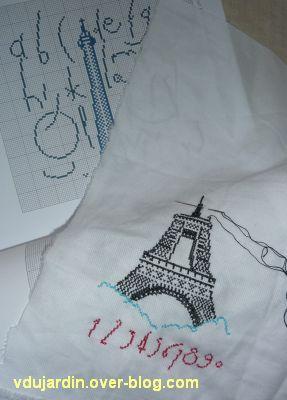 Une tour Eiffel brodée, 1, le bas