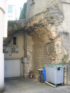 Les arènes rue Bourcani à Poitiers, les poubelles