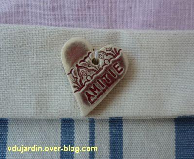 Emmanuelle en août 2012, 2, détail du bouton panier en tissu