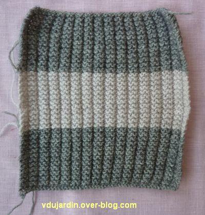 Un carré gris tricoté pour Brigitte : avec deux gris
