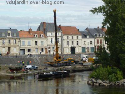 Châtellerault, fête de la batellerie 2012, déchargement des bâteaux, de près