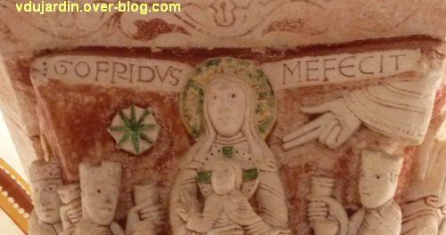 Chauvigny, église Saint-Pierre, chapiteau de l'Enfance, 06, inscription Godefridus me fecit