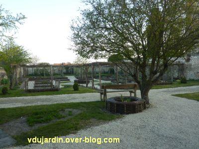 Le donjon de Loudun, 5, jardin d'inspiration médiévale