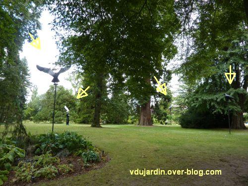 Metz, Cyrille André, 7, au jardin des plantes, grand personnage et oiseaux