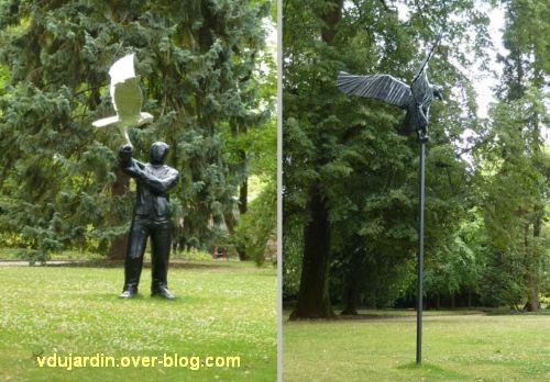 Metz, Cyrille André, 8, au jardin des plantes, grand personnage et oiseaux