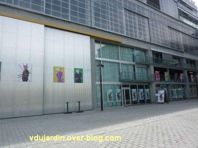 Au centre de l'île de Nantes, 2012, 08, le âtiment principal de l'école d'architecture
