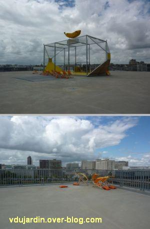 Au centre de l'île de Nantes, 2012, 09, sur le toit le l'école d'architecture, jeu et chaises longues