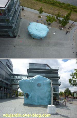 Au centre de l'île de Nantes, 2012, 10, le bar l'absence sur le parvis de l'école d'architecture