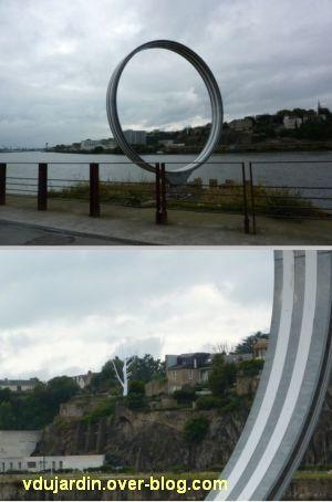 L'ouest de l'île de Nantes 2012, 14, l'arbre encadré par les anneaux de Buren