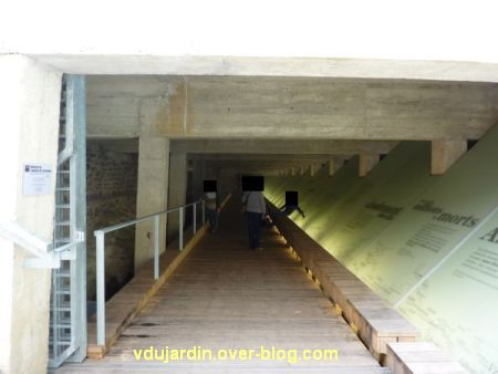 Le mémorial de l'esclavage à Nantes, 4, les dalles sous le quai