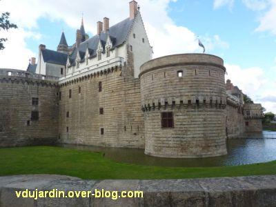 Nantes 2012, début du circuit en ville, 05, château vu de l'extérieur