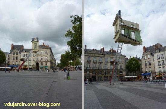 Nantes 2012, début du circuit en ville, 09, maison suspendue place Bouffay