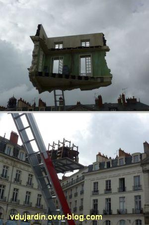 Nantes 2012, début du circuit en ville, 10, maison suspendue place Bouffay