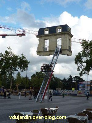 Nantes 2012, début du circuit en ville, 11, maison suspendue place Bouffay