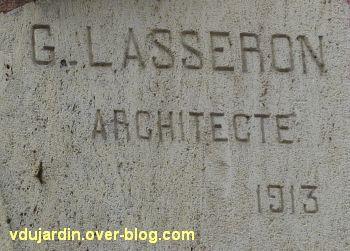 Les anciens bains-douches de Niort, 2, la signature de l'architecte Lasseron et la date 1913