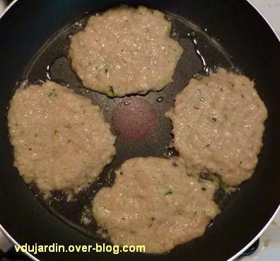 Des pancakes à l'avoine et aux lentilles, en cours de cuisson
