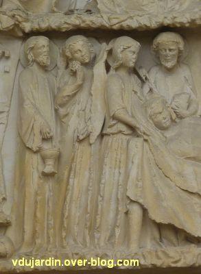 Poitiers, cathédrale, portail de la Vierge, 05, les personnages à gauche du lit