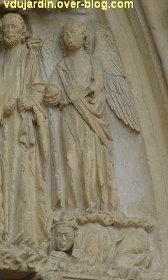 Poitiers, cathédrale, portail de la Vierge, 09, l'ange à droite dela scène