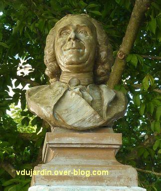 Le monument à Réaumur par Lemoyne à La Rochelle, 5, le buste vu de face