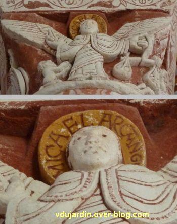 Chauvigny, église Saint-Pierre, chapiteau de l'Apocalypse, 10, l'archange de la pesée des âmes
