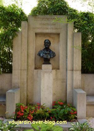 Louis Pasteur à Dole, 02, monument près de la maison natale