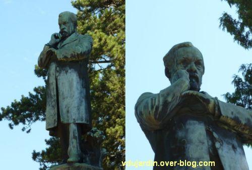Louis Pasteur à Dole, 06, Pasteur debout et pensant au sommet