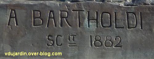 Lons-le-Saunier, monument à Rouget-de-l'Isle, 04, la signature de Bartholdi