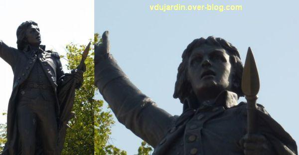 Lons-le-Saunier, monument à Rouget-de-l'Isle, 07, deux détails de face
