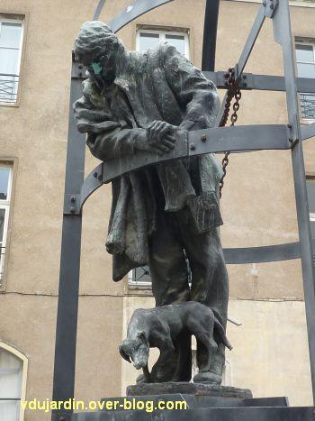 Jules Verne à la médiathèque de Nantes, 2, vue rapprochée