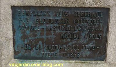 Jules Verne à la médiathèque de Nantes, 4, la plaque