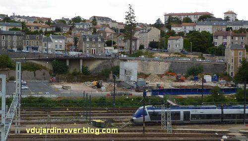 Poitiers, passerelle des Rocs, août 2012, 4, démolition du gymnase