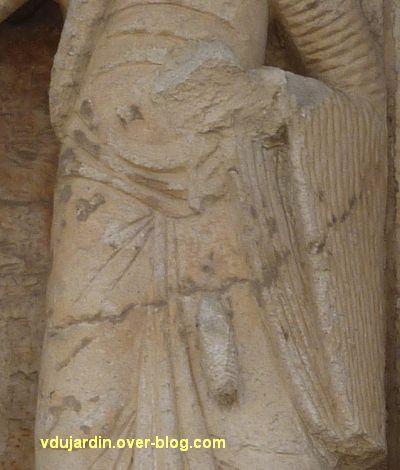 Poitiers, la Visitation de Notre-Dame-la Grande, 1, la suivante d'Elisabeth, détail de la quenouille