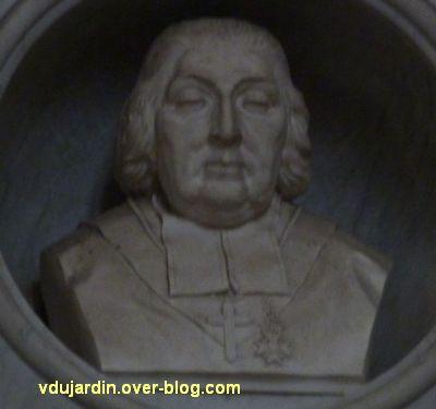 Monument de Jean-Baptiste de Bouillé dans la cathédrale de Poitiers, 2, buste de l'évêque