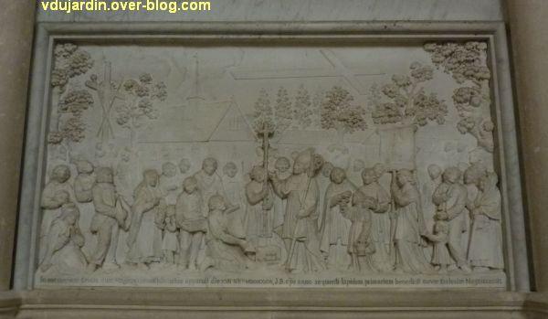 Monument de Jean-Baptiste de Bouillé dans la cathédrale de Poitiers, 3, relief, miracle de la croix