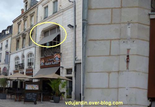Poitiers, septembre 2012, 08, bien restauré mais mal fini, enseigne et store