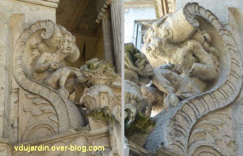 La Rochelle, maison Henri II, 04, le faune à droite