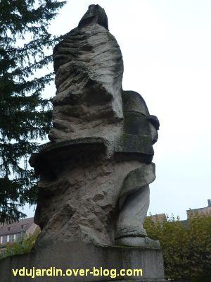 Strasbourg, monument à la Marseillaise, 4, de dos