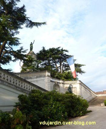 Châtellerault, monument à la révolution et aux morts de 1914-1918, 05, de profil