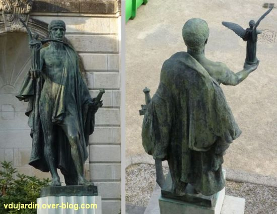 Châtellerault, monument à la révolution et aux morts de 1914-1918, 15, soldat de face et de dos