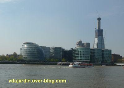 Londres, l'hôtel de ville vu depuis l'autre rive de la Tamise
