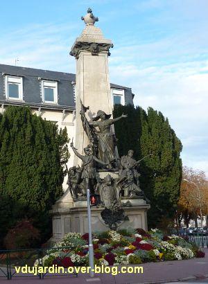 Limoges, monument aux morts de 1870, 1, vue de loin