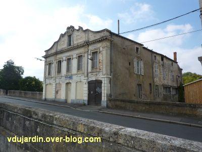 Niort, les bains Juin, 1, la façade