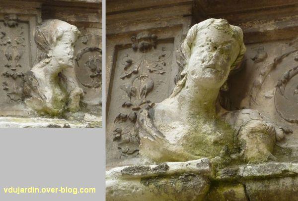 Poitiers, hôtel Berthelot, 4, femme sur le linteau de la porte